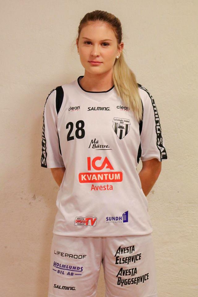 # 28 Ella Wallin